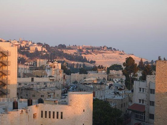 St. George Hotel Jerusalem: Mount of olives from roof top restaurant