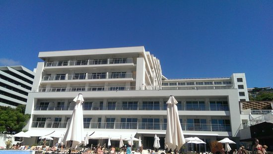 Melia Madeira Mare Resort & Spa: Melia Madeira Mare - view from the pool