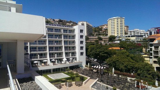 Melia Madeira Mare Resort & Spa: Master Suite Room 625 - view over the hotel