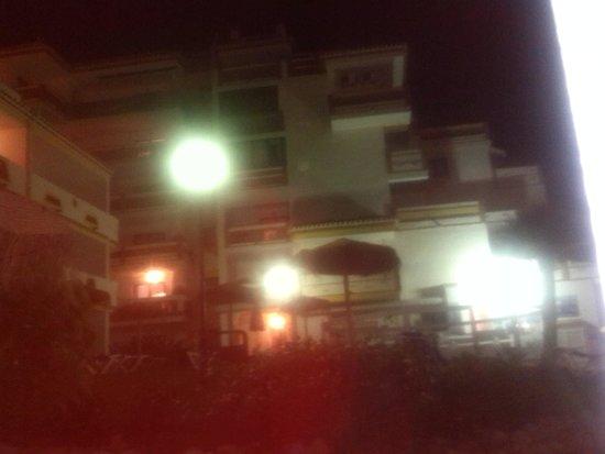 Club Calahonda Crown Resort: Vista jardin/piscina noche