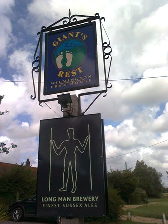The Giant's Rest : The pub sign plus recently added Long Man sign
