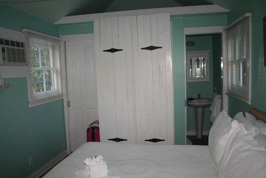 The Conch House Heritage Inn: Bagno visto dalla camera