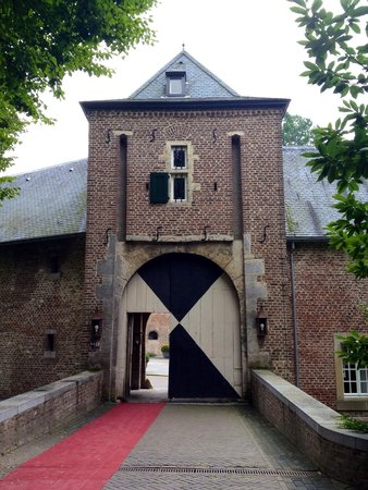 Kasteel Terworm : Entrance to the hotel