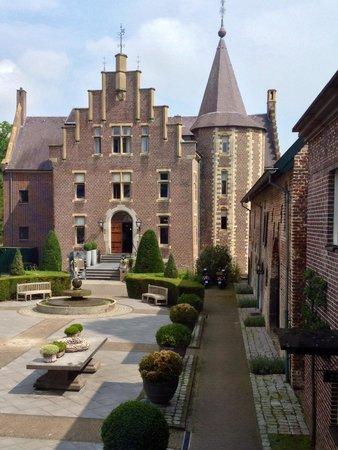 Kasteel Terworm : In the courtyard of the castle