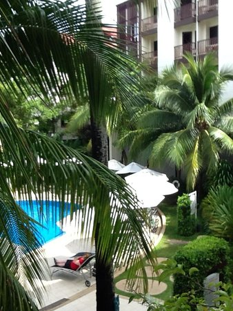 ibis Phuket Patong: Another pool view