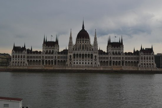 Novotel Budapest Danube: вид с отеля рано утром