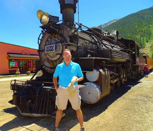 Durango and Silverton Narrow Gauge Railroad and Museum : In Silverton with the train