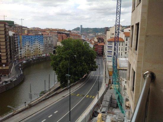 Bilbao Apartamentos Atxuri : vue chambre