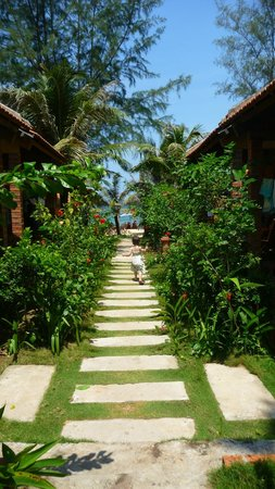 Phu Quoc Kim Bungalows On The Beach: Way to go to the beach from our bungalow