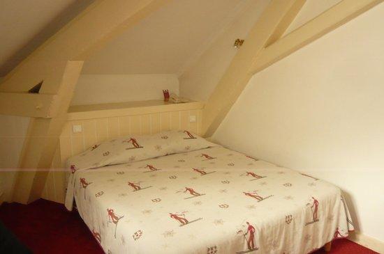 Hôtel Croix-Blanche : chambre.