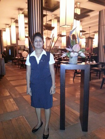 InterContinental Mauritius Resort Balaclava Fort : Hôtesse restauration
