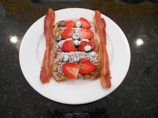 Bayberry House Bed & Breakfast: Enjoy our scrumptious french toast!