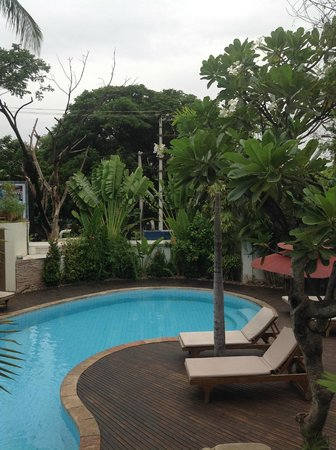 Hotel by the Red Canal, Mandalay : Part of the hotel/pool (spa in the far back, on the right)