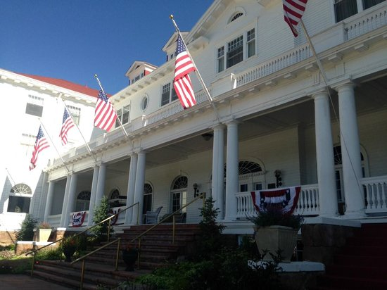 Stanley Hotel : beautiful entrance of hotel