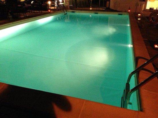 Bellavista: piscina hotel