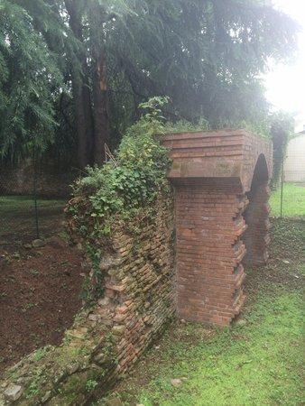 Frammento Antico di mura cittadine
