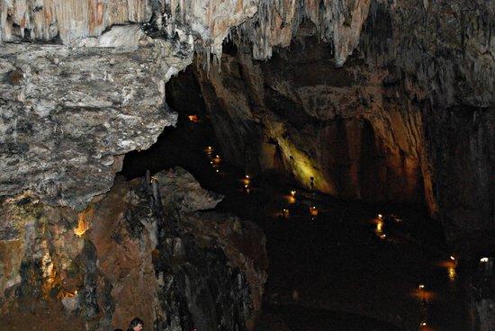 Interior de la Cueva: fotografía de Cuevas de Valporquero, Valporquero de Tor...