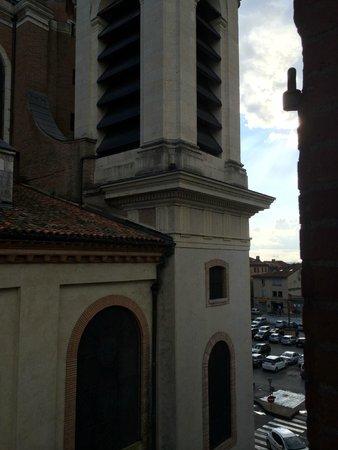 Mercure Montauban : Vue Cathédrale Notre Dame Montauban et place F. Roosevelt