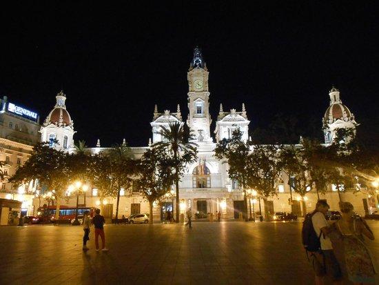 Plaza Ayuntamiento: Ayuntamiento de noche