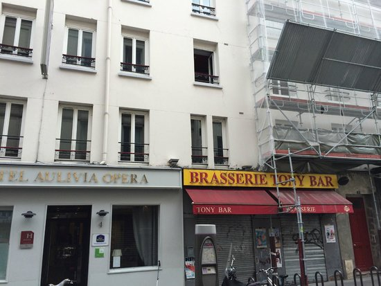 BEST WESTERN Aulivia Opéra : The ugly front of the hotel