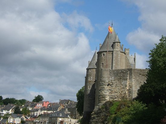 Chateau de Josselin: Chateau from the canalside