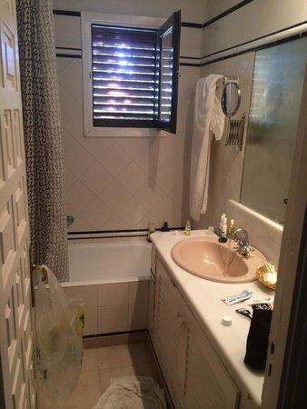 Pikes Ibiza: Bathroom