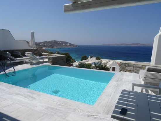 Mykonos Grand Hotel & Resort : Suite with private pool