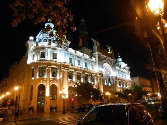 Plaza Ayuntamiento: Correos de noche