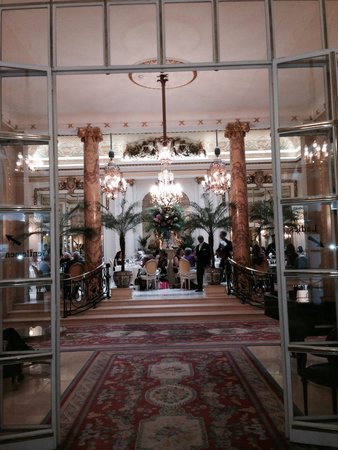 The Ritz London: Entrance