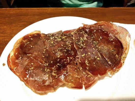La Tasca de Ana: Tosta de paté de olivas negras y cecina