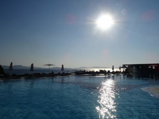 Mykonos Grand Hotel & Resort : Swimming pool