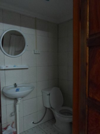 Apple Guesthouse: Baño de la habitación