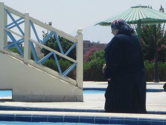 Magawish Village & Resort : frequentatrici della piscina