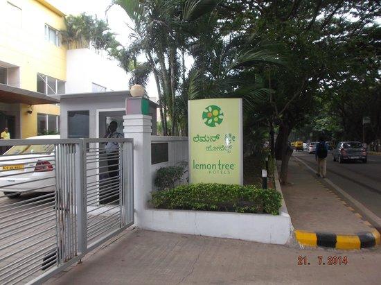 Lemon Tree Hotel, Electronics City, Bengaluru: Hotel entrance gate