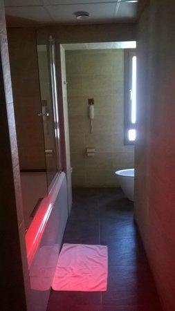 Roc Blanc Hotel : La salle de bain