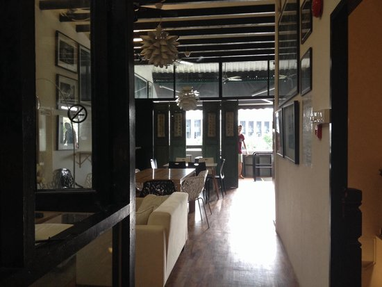"""5footway.inn Project Boat Quay: The """"Living Room"""" and Breakfast Area"""