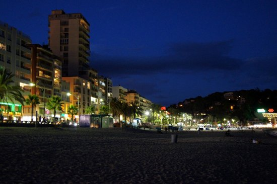 Lloret Beach : nocą