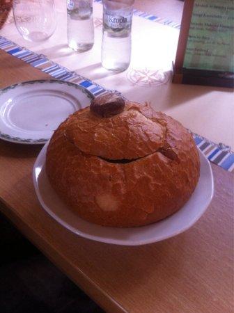 Pierogarnia U Dzika: Zurek zuppa dentro recipiente d pane ...buona
