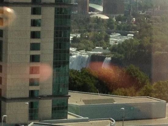Four Points by Sheraton Niagara Falls Fallsview: Zoomed in American Fall