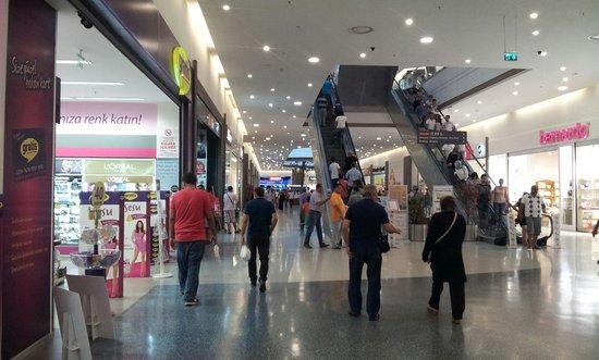 Yuregir, ตุรกี: Centro commerciale optimum primo piano
