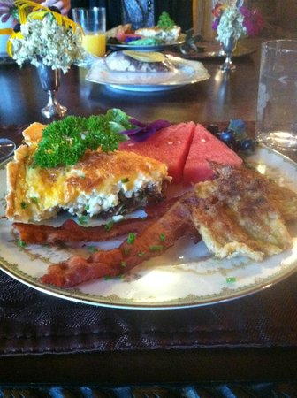 Mansion District Inn Bed & Breakfast: Wonderful breakfast!