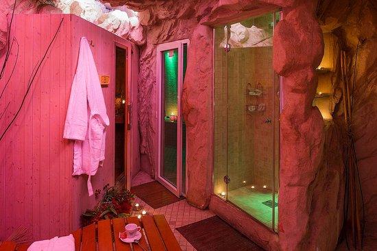 Nella grotta toverete anche bagno turco sauna doccia emozionale e