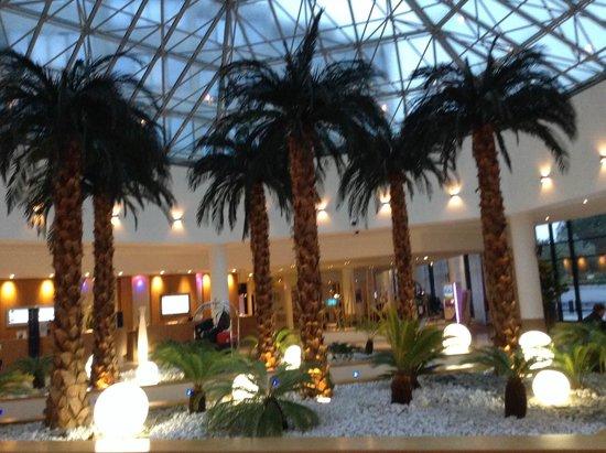 Novotel Convention & Wellness Roissy CDG: Around Hotel