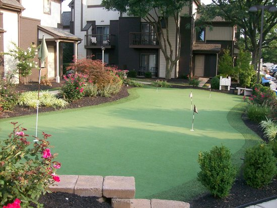 Eden Resort & Suites, BW Premier Collection: Mini Golf on Property out near the Condos