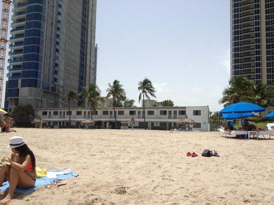 Travelodge Monaco N Miami and Sunny Isles Beach: zona en construccion, vista desde la playa.