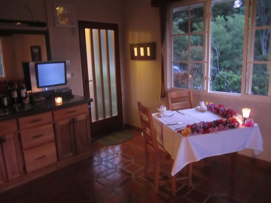 La Montana y el Valle Coffee Estate Inn: Kitchen and Dining Space