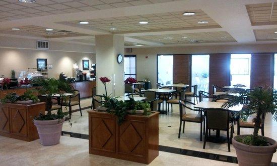 Wingate by Wyndham Dallas Love Field: Breakfast Area
