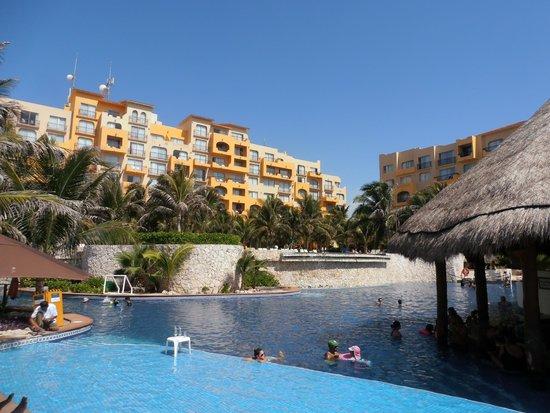 Fiesta Americana Condesa Cancun All Inclusive: pool by bar