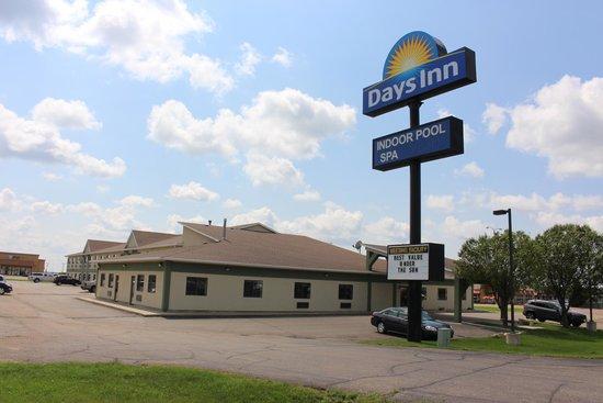 Days Inn Watertown: Building Exterior