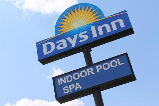 Days Inn Watertown: Days Inn Sign